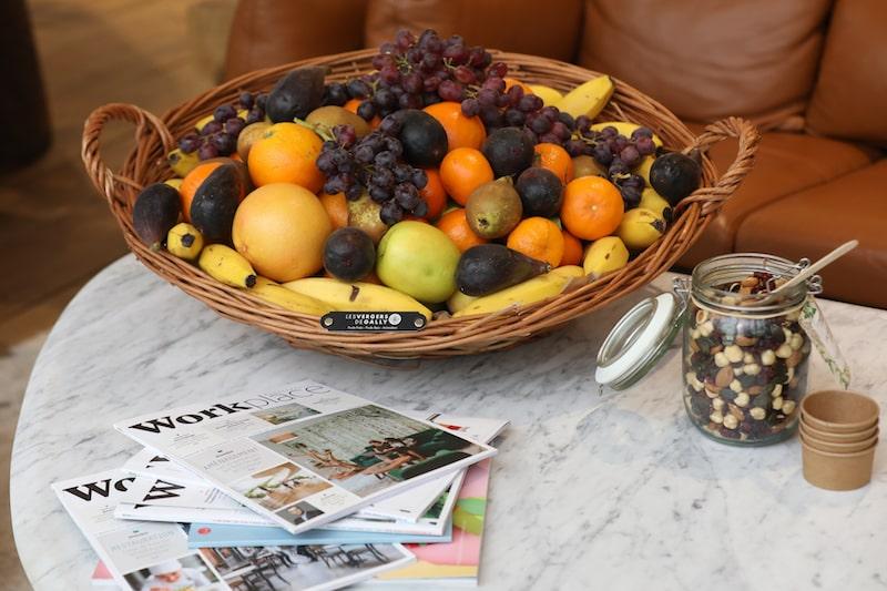 Corbeille de fruits frais en entreprise